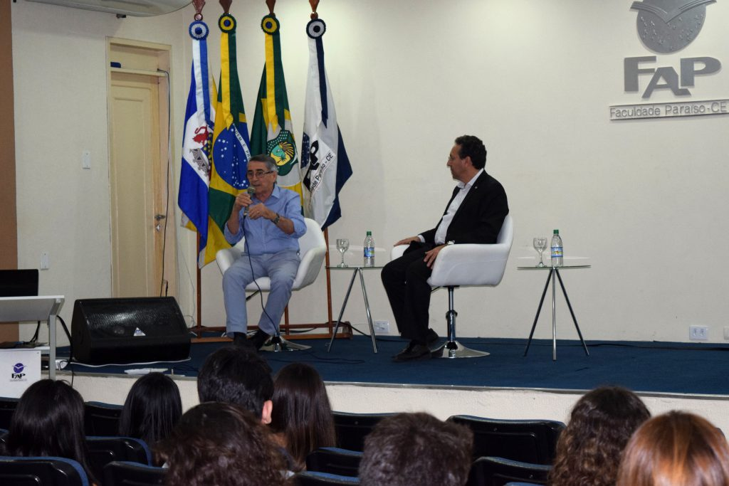 Odilo Almeida e Delberg Ponce de Leon respondem perguntas dos esttudantes