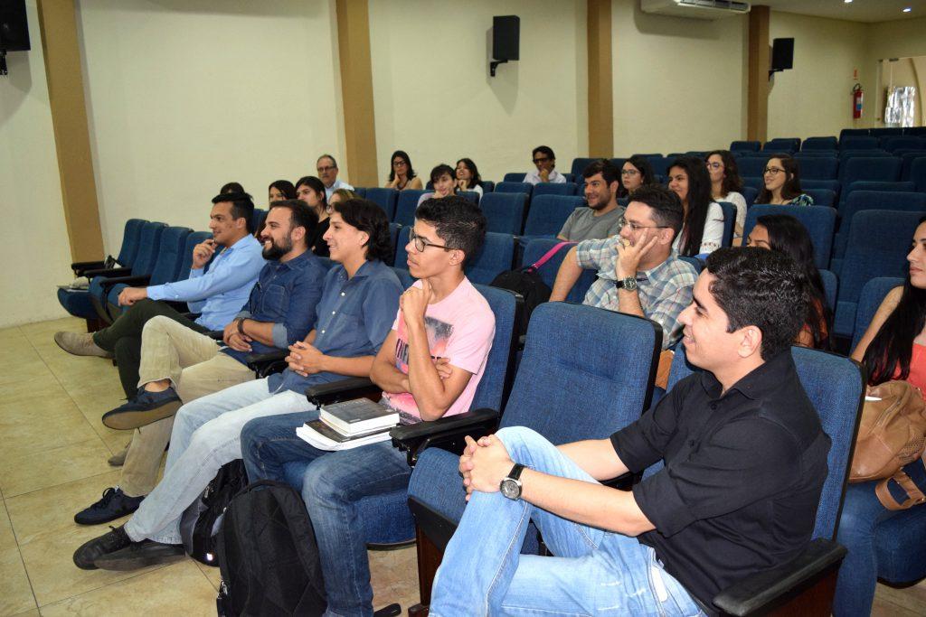Reunião com profissionais ocorreu na FAPCE