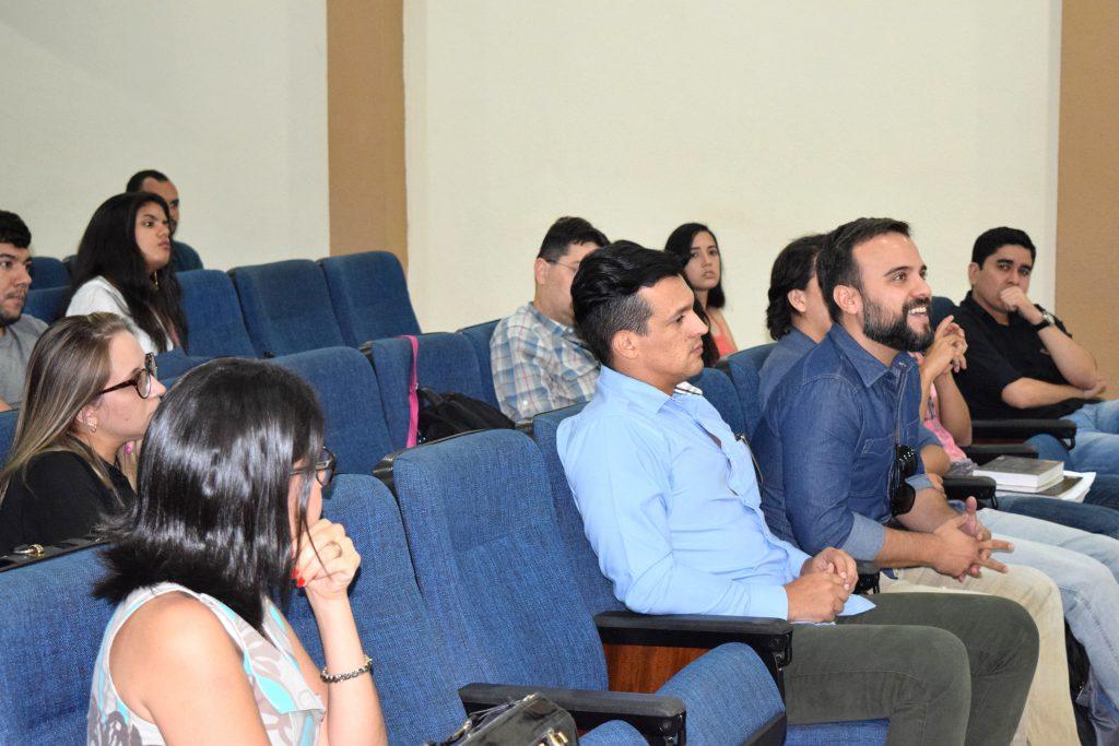 Participantes da reunião expõem questionamentos
