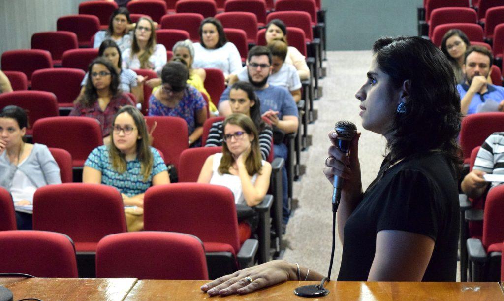 Gerente técnica Juliana Gurgel apresenta conteúdo institucional